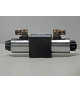 Electroválvula 4 vías, 3 posiciones, centro abierto, doble solenoide.